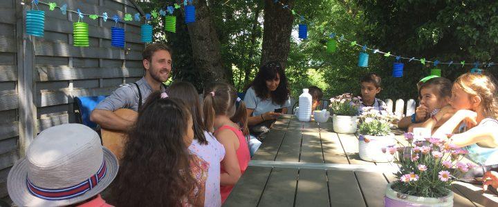 KUNZ besucht die Kinder von amitola